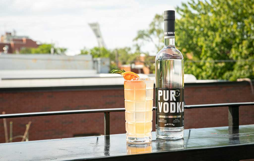Broue dans l'toupet is a refreshing Pur Vodka cocktail with grapefruit and rosemary and beer